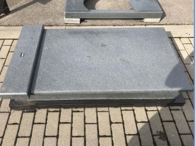 Надгробная плита из светло-серого гранита, по типу саркофага