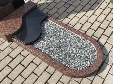Надгробная плита из красного гранита