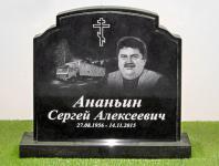 Полированный гранитный памятник на кладбище с портретом