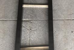 Standarta kapu apmale no melna granīta