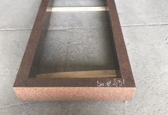Standarta kapu apmale no sarkana granīta
