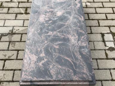 Стандартная надгробная плита из красно-коричневого гранита, закрытая
