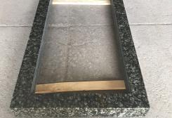 Standarta kapu apmale no zaļa granīta